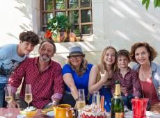 photo de tournage Avis de Mistral avec Rose Bosch Jean Reno Ana Galiena Hugo Dessioux Lukas Pelissier Chloé Jouannet