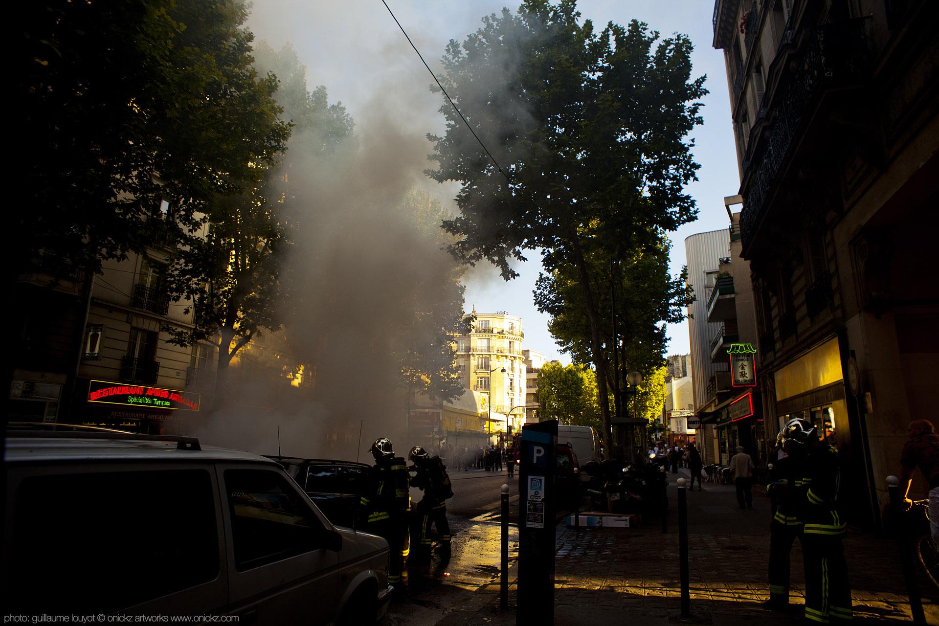 Voiture en Feu avenue de Saint Ouen Paris